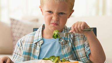 How to avoid the fussy eater trap and get fussy eaters to try new things