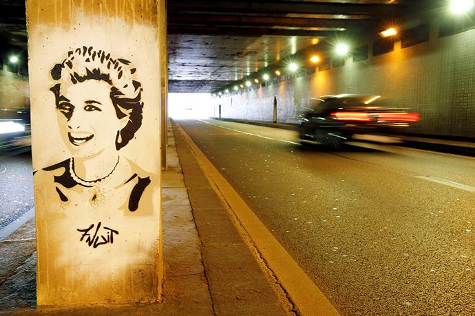 A portrait of Princess Diana's face was drawn on a pillar in the tunnel where she was killed.