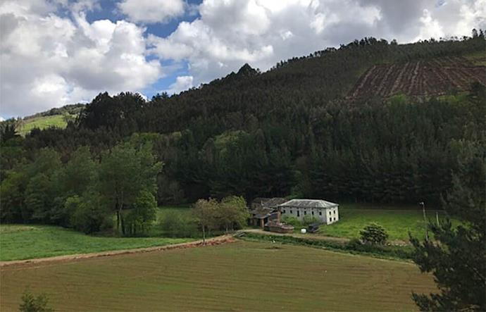 """Last but by no means least - when you've exhausted all other gift options are are completely stumped, there's always this village in Lugo, Spain. At first glance it seems completely ridiculous, but it's not a bad option when, at [$249,000 NZD](https://www.aldeasabandonadas.com/venta-de-aldeas/41-venta-de-aldeas-lugo/2608-aldea-conjunto-rural-en-venta-lugo-con-casas-edificaciones-finca-rio-oferta-149550.html