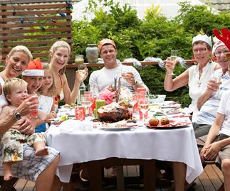 Body language expert: How to avoid family fall-outs on Christmas Day so that everyone has a good time