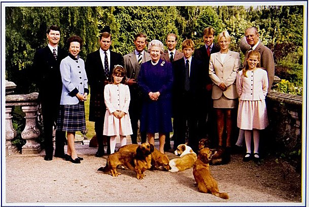 """United: The royal family's 1998 Christmas card, the year after [Diana's death](https://www.nowtolove.co.nz/celebrity/royals/remembering-dianas-legacy-21-years-untimely-death-anniversary-38918