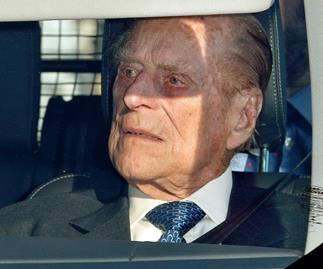 Prince Philip has surrendered his drivers licence