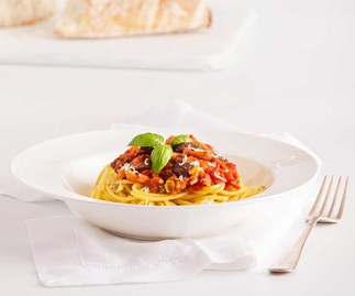 Quick and classic dishes with New World: Spaghetti with Puttanesca Sauce and Thai Green Chicken Curry
