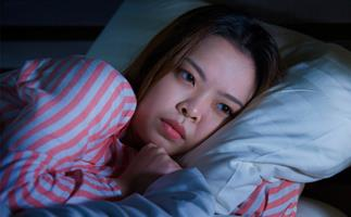 Young asian woman can't sleep insomnia