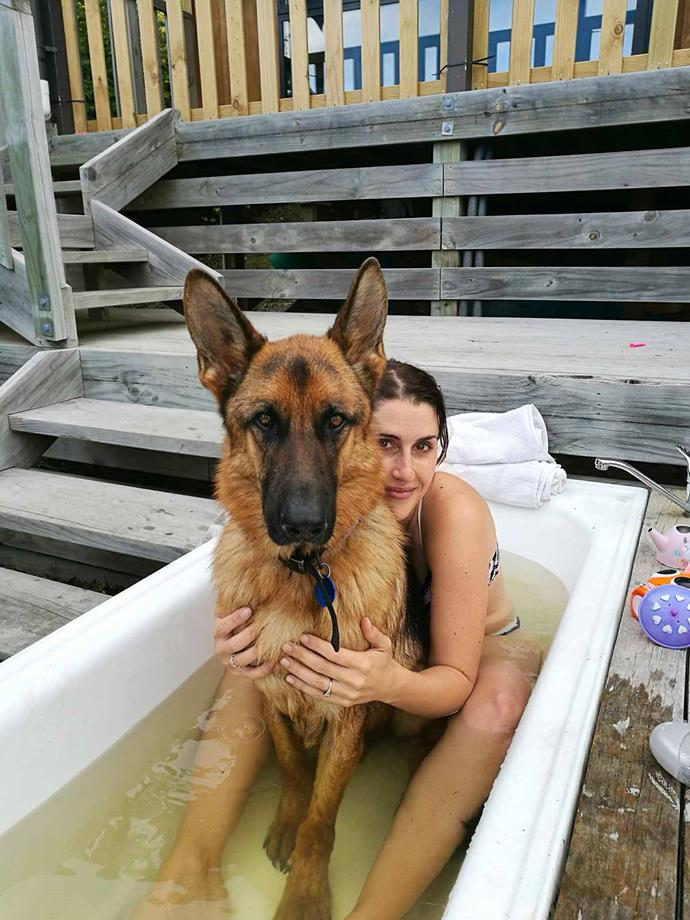 Rico and Nadine enjoy an outdoor bath after finding a pet-friendly place to stay.