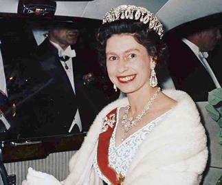 queen elizabeth fur shawl 1965
