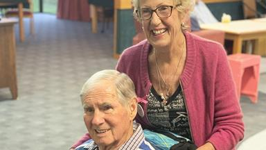 Dedicated wife arranges special wedding anniversary celebration for husband with Alzheimers
