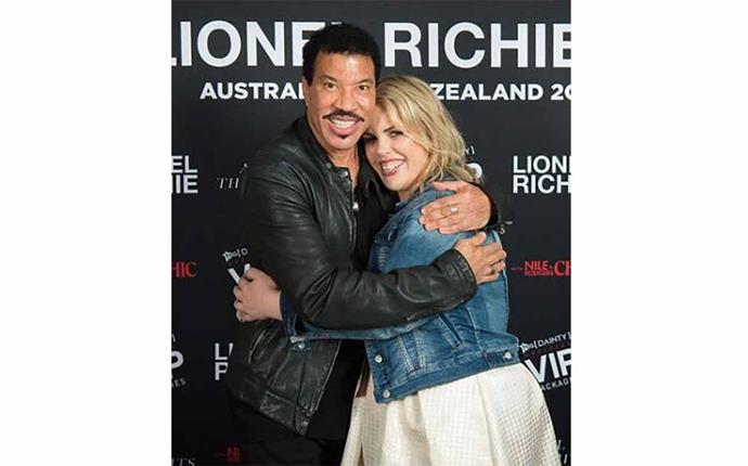 Leah's American idol! Cuddling up to Lionel before his Kiwi concert.