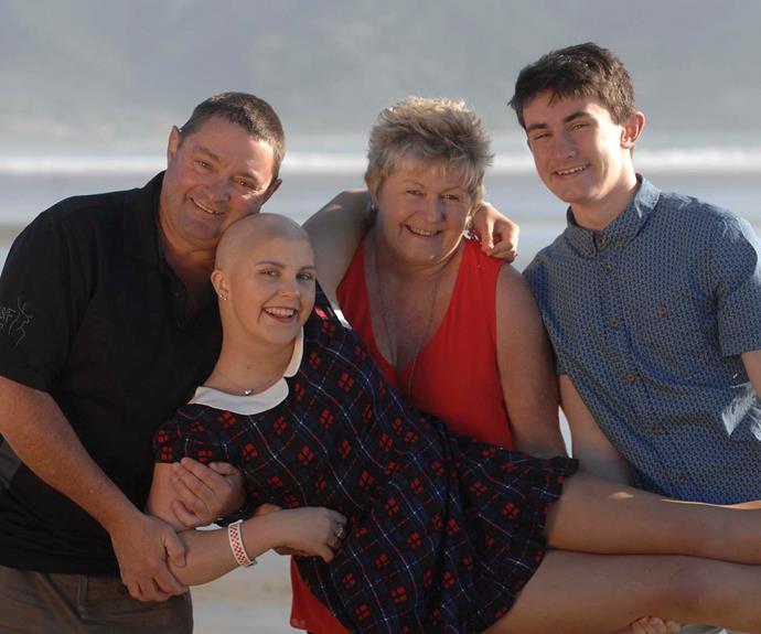 Georgia with Mum Jo, dad Glenn and brother Trent.  *Photography: Jacqui Van Dam Lifestyle Photography Invercargill*