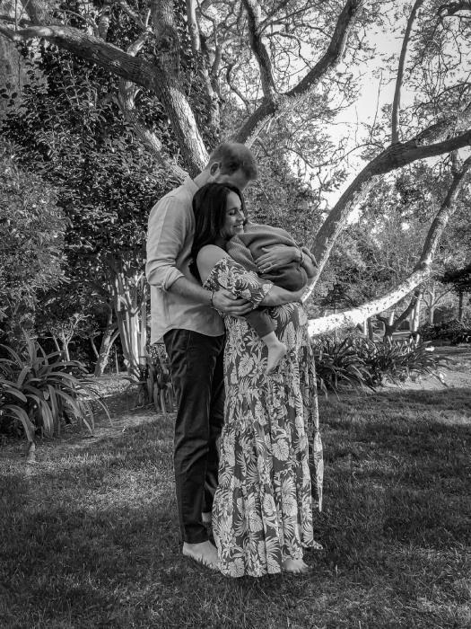 The gorgeous new image, captured by Misan Harriman, showed the family's joy at welcoming a new baby girl. (Misan Harriman)