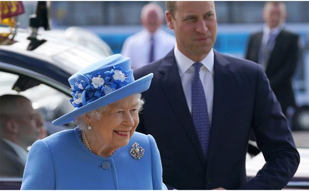 The Queen and Prince William make a rare joint appearance in Scotland together as they begin a big week of royal events