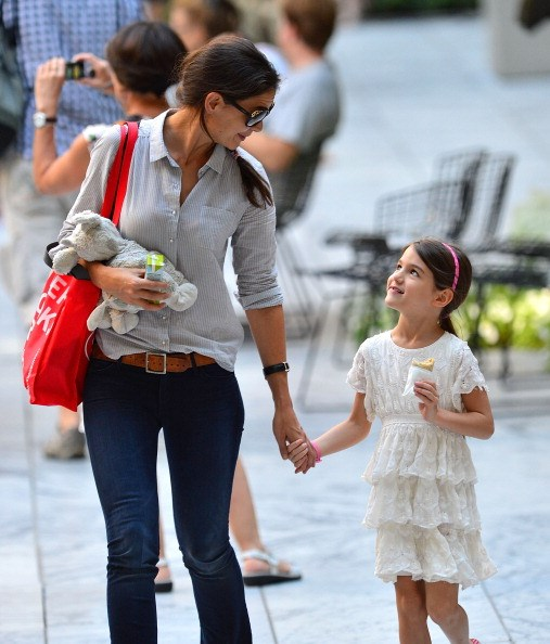 Katie Holmes' mini-me, Suri Cruise, looks positively angelic in her ruffled dress and pink headband.