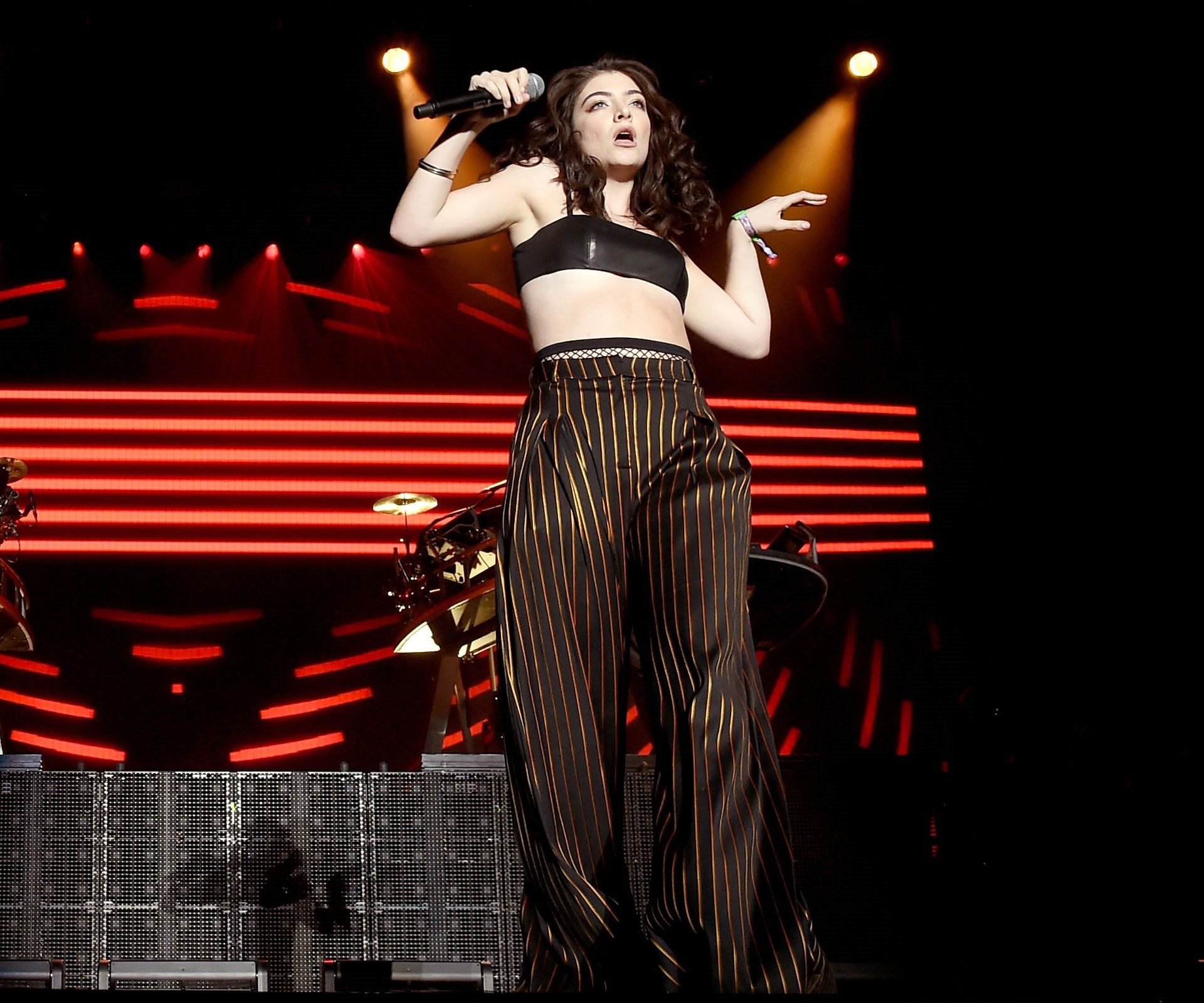 "[**Apr 18, 2016**](http://www.womansday.co.nz/celebrity/new-zealand-celebrities/lorde-sends-crowd-crazy-at-coachella-4501|target=""_blank"") Lorde made a surprise appearance at Coachella Music Festival in California. Photo: Getty."