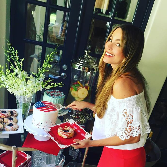 Just look at that spread! Sofia Vergara gets ready to cut into the cake at her 4th of July party.