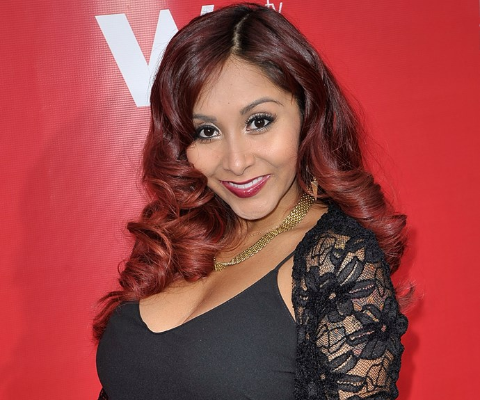 """Nicole """"Snooki"""" Polizzi (of *Jersey Shore* fame) definitely has an outlandish beauty tip. The reality star told [Conan O'Brien](http://www.ew.com/article/2011/11/17/snooki-beauty-secret-kitty-litter