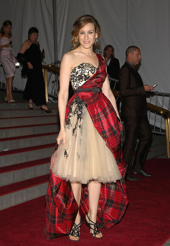 Can you hear the bagpipes playing? We sure can. Sarah Jessica in Alexander McQueen is a Scottsman's dream.