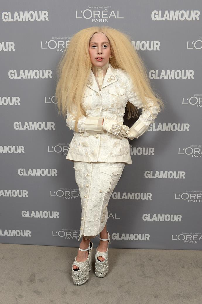At the 2013 Glamour Women of the Year awards, Gaga debuted a brand new 'do