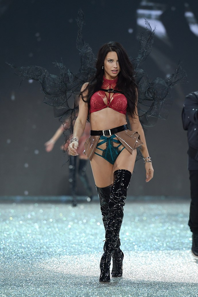 Victoria's Secret veteran Adriana Lima shows the Angels how it's done.