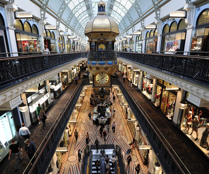 Measuring around 190 metres long by 30 metres wide, it fills an entire city block and has over 180 shops, boutiques, cafes and restaurants on four levels.