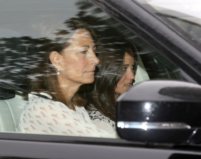 Carol and Pippa Middleton drive into Kensington Palace to meet the new Princess.
