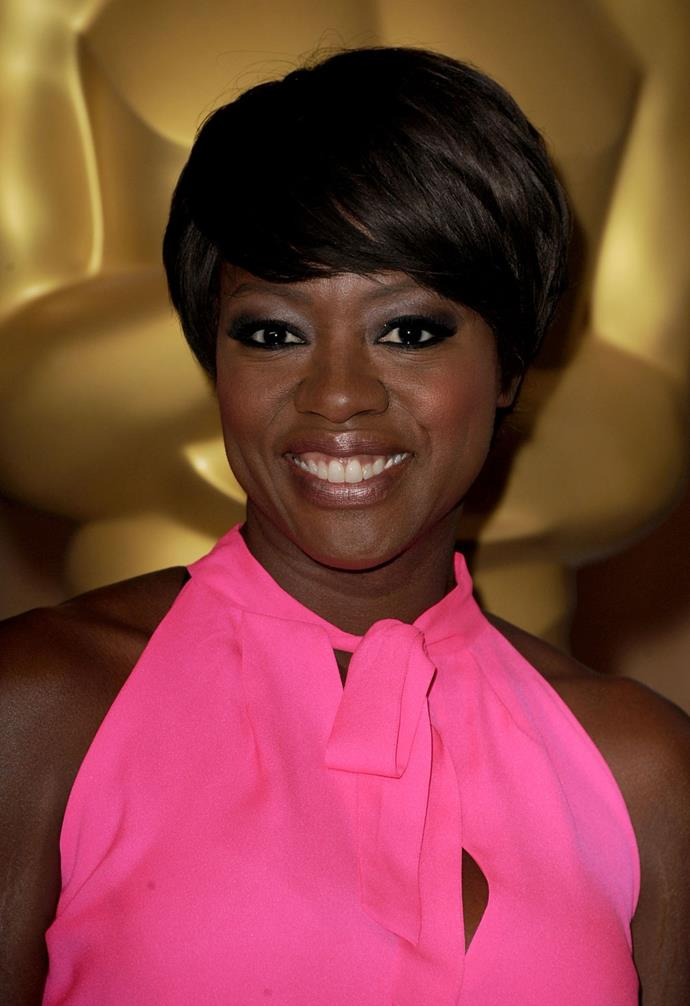 Eyeliner on darker skins, such as Viola Davis, can be accentuated using lighter eyeshadow