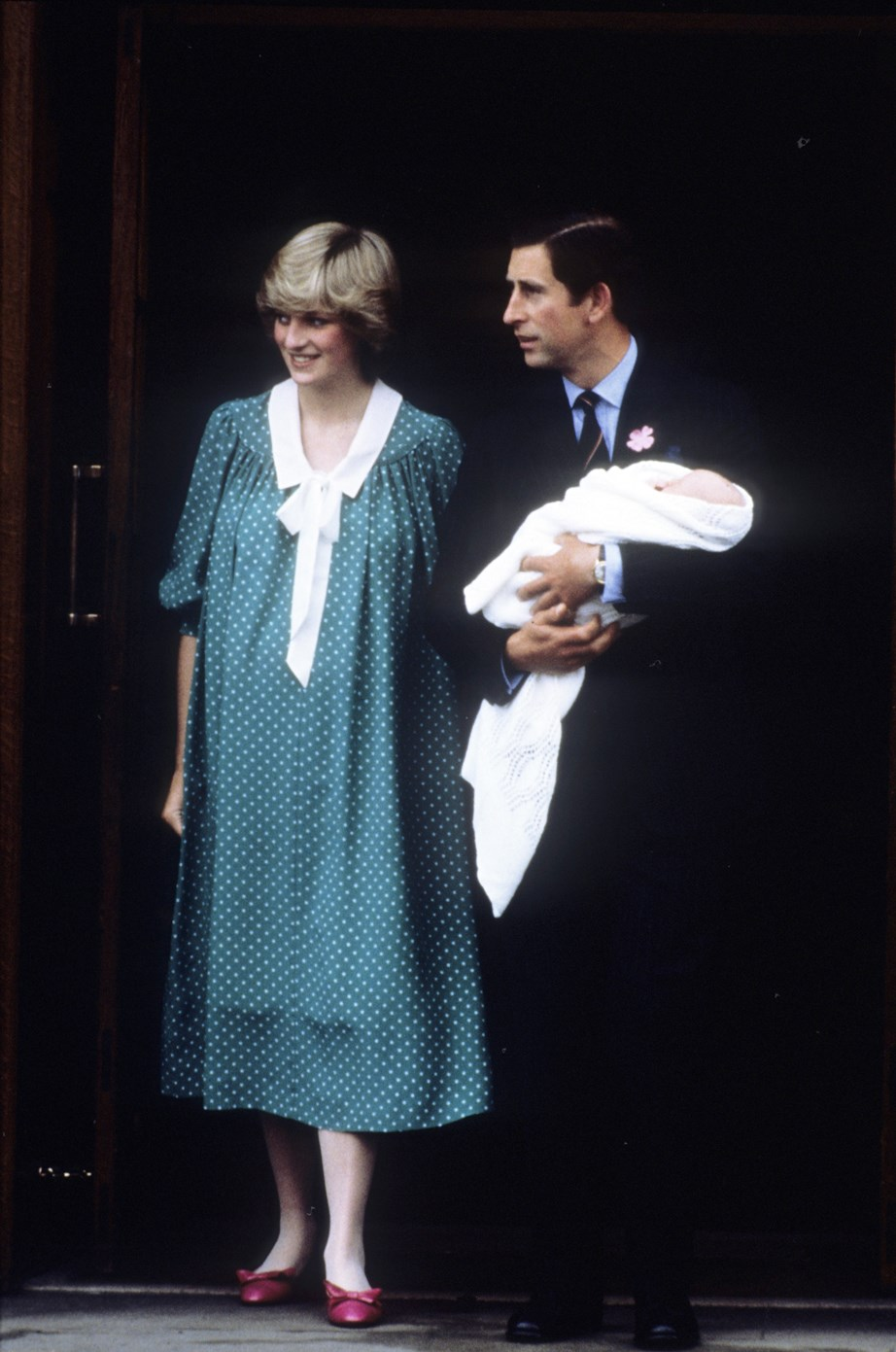 A newborn Prince William leaves Lindo Wing at St Mary's Hospital with his mother and father, the Prince and Princess of Wales. <br><br> *(Image: Getty)*