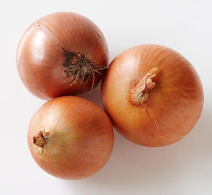 Onions for itching  This sounds bizarre, but rubbing a cut onion over itchy bites can bring relief. That's because the sulphur in onions neutralises the chemicals that cause the itching. Cut an onion in half and rub one of the cut surfaces on the bite. Don't forget to slice off the bit that touched your skin and throw it away!  Image: David Hahn/ bauersyndication.com.au