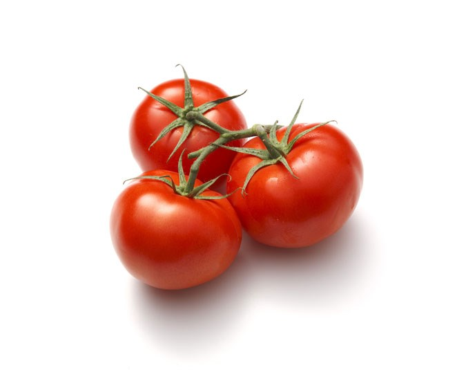 Tomatoes: Contain 18 calories per 100g. They have a high water content and are also a great source of the antioxidant lycopene.