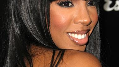 Kelly Rowland forgives father