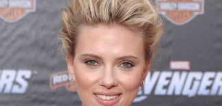 No more cell phone for Scarlett Johansson