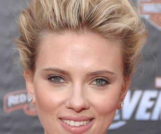 No more cell phone for Scarlett Johansson