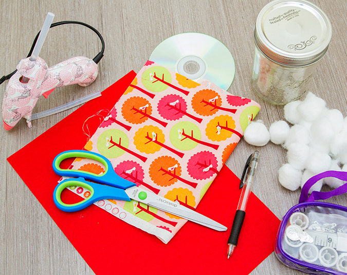 Craft: Sewing jars  Materials:  Preserving jar with a screw-top lid Felt or contrasting fabric Pen or pencil Compact disk Fabric – ironed Scissors Glue gun and glue sticks Cotton balls Small sewing kit