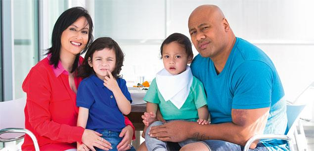 Jonah Lomu with his wife Nadene and children