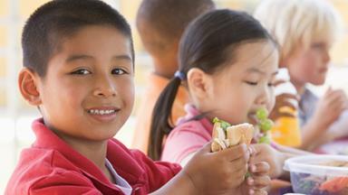 Encouraging children to eat healthy