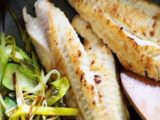 Fish with softened leeks