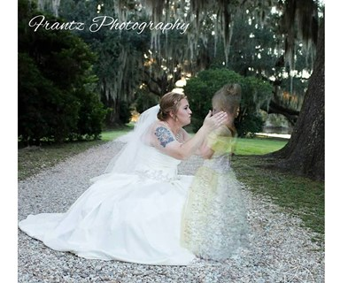 Touching wedding photo goes viral