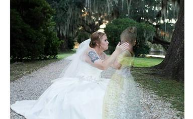 Touching wedding photo goes viral