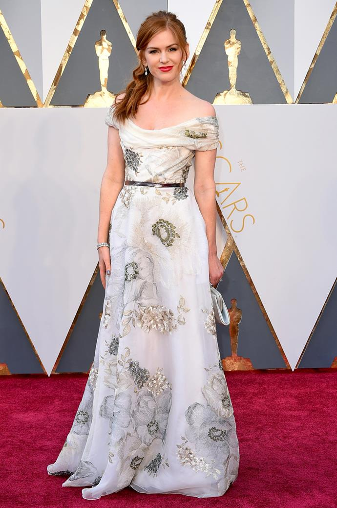 Isla Fisher arrives at the 88th annual Academy Awards.