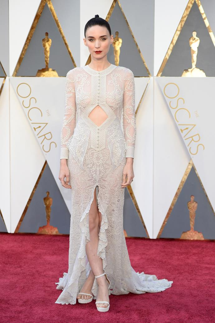Rooney Mara arrives at the 88th annual Academy Awards.