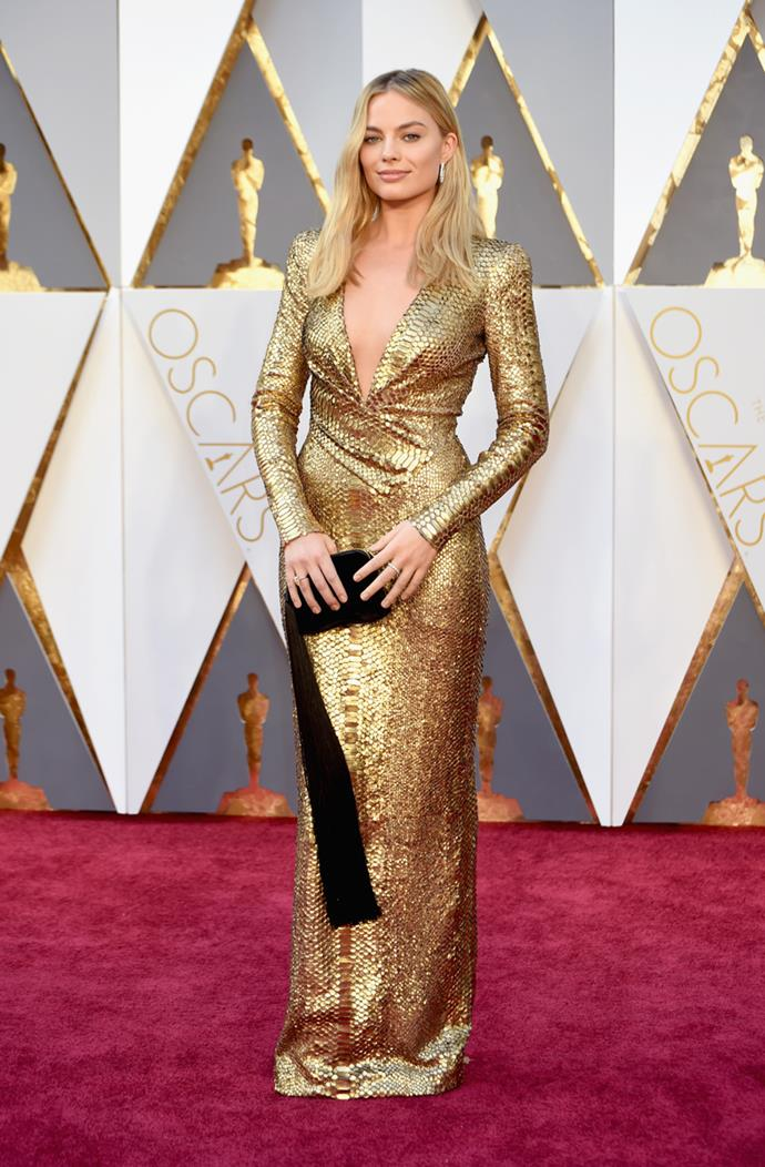 Margot Robbie arrives at the 88th annual Academy Awards.