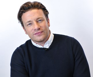 Jamie Oliver apologises over breastfeeding comments