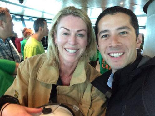 Wendy at the top of the Sky Tower with TVNZ reporter Chris Chang. Image/Twitter.