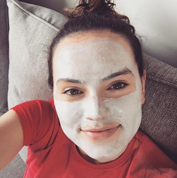 Daisy shared a photo of herself in a face mask along with her admission