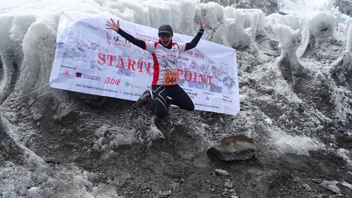Mel Fey runs marathon on Mt Everest