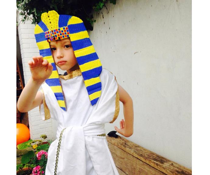 """**Pharoah** This hand painted mask goes well with a large white tshirt or even a sheet.  [louise_buttercupdays](https://www.instagram.com/p/BKdnmDOgcIX/