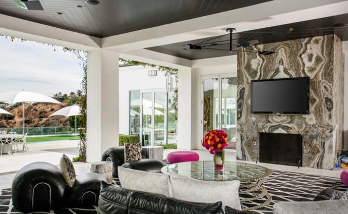Photo via [Westside Estate Agency](http://www.weahomes.com/listing/summit/#)