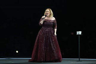 Adele running from mozzies is the best thing you'll see today