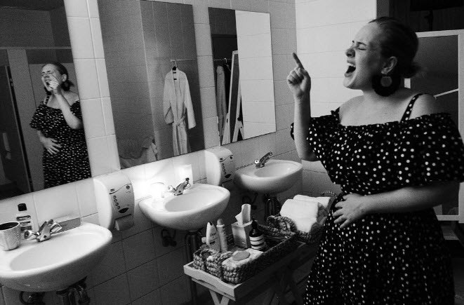 Adele shows us you're never too famous to have a good sing-song in the bathroom.
