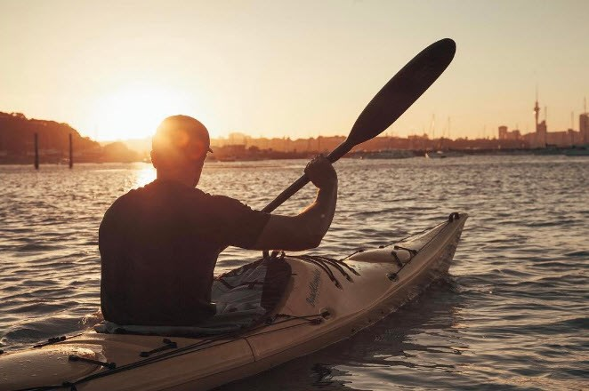 Art Green goes for a sunset paddle around the eastern bays. Autumn isn't looking too shabby in the city!