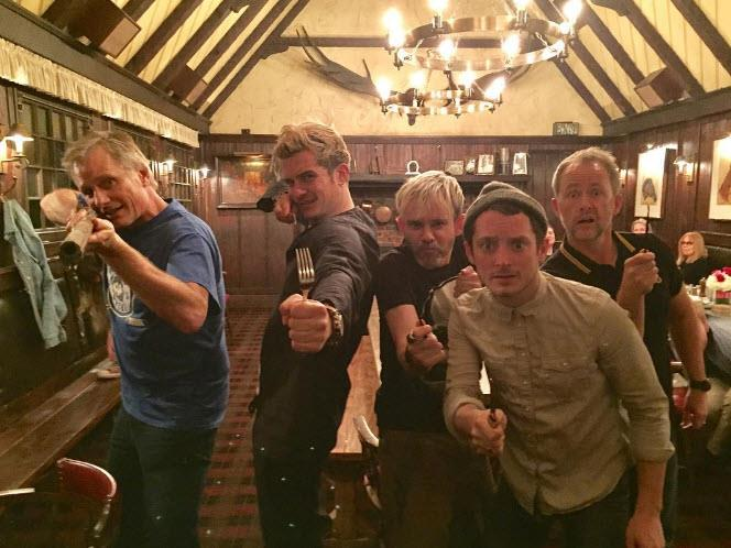 """So when Viggo Mortensen, Orlando Bloom, Dominic Monaghan, Elijah Wood and Billy Boyd reunited in the pub - they had to pose for a reunion snap. """"They have a cave troll"""" Dom captioned the image."""